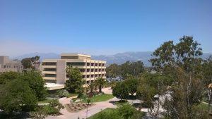 Ausblick vom Büro Richtung der Berge von Santa Barbara.